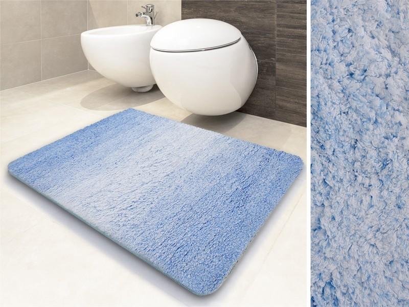 Schön anzusehen und unglaublich weich: die blaue Badematte Ombre