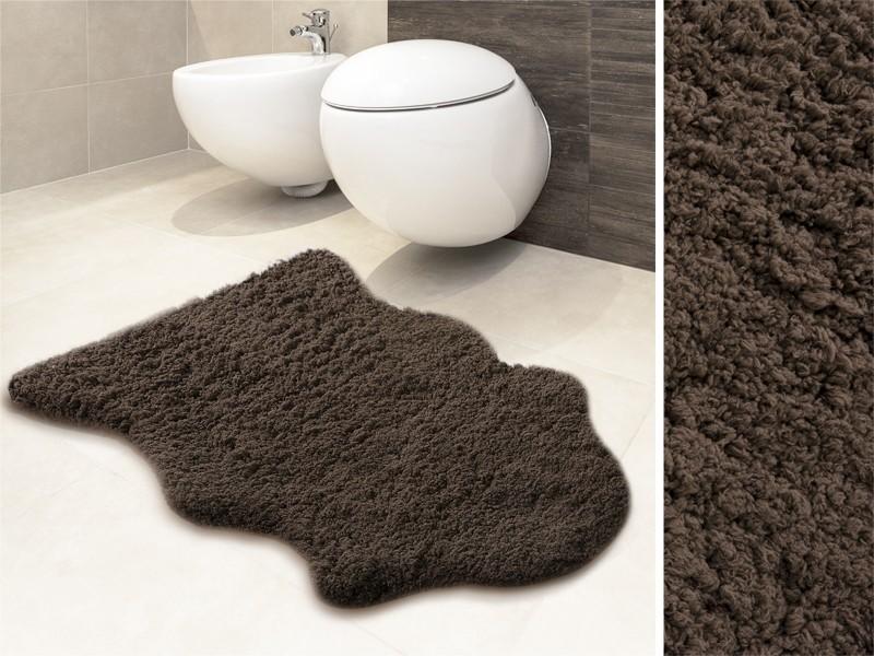 Auch als Badvorleger verwendbar: unser brauner Kunstfell-Teppich