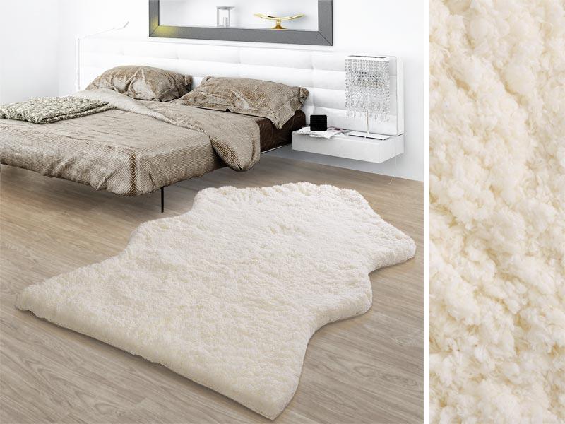 Ob neben dem Bett, im Wohnzimmer oder auf dem Lieblingssessel: Unser Kunstfellteppich ist gemütlich und gibt überall eine gute Figur ab