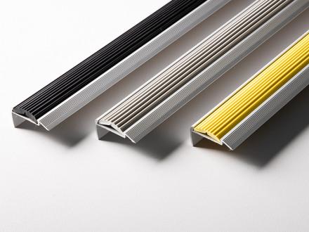 Treppenkantenprofil mit Einzel-Gummieinlage | Power Grip | Selbstklebend